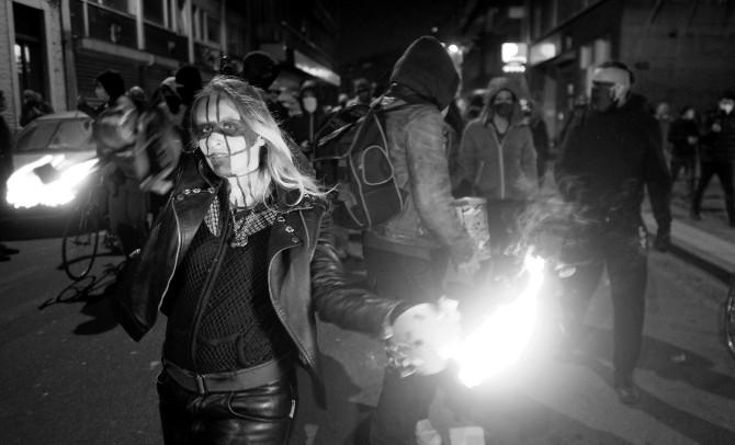 Los amantes de la anarquía desean arrebatarle poder al gobierno, a la policía y a cualquier autoridad. Foto: EFE.