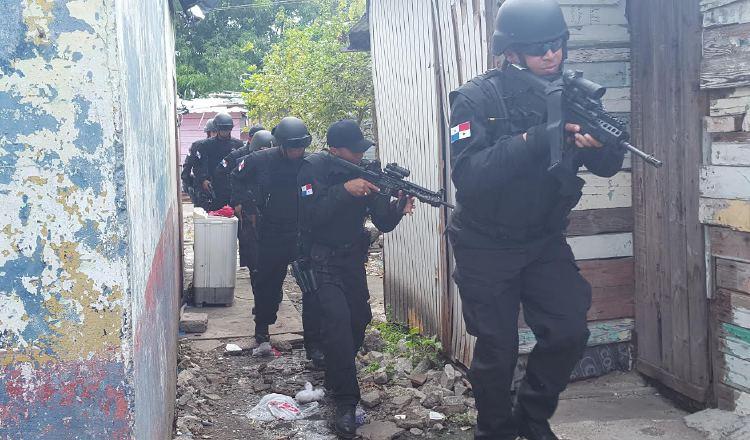 Miembros de la Policía Nacional se han mantenido en el frente de batalla, a pesar de la COVID-19