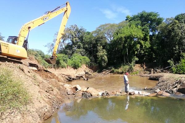 A través de esta represa, se logrará subir el nivel del agua y así evitar los problemas que se suscitaron el año pasado con el bajo caudal del afluente.