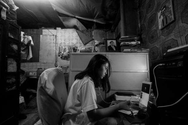 La tecnología es necesaria para que los niños y jóvenes puedan estudiar a distancia. Por eso, somos de la opinión de que el internet debe constituirse en un servicio público. Foto: EFE.