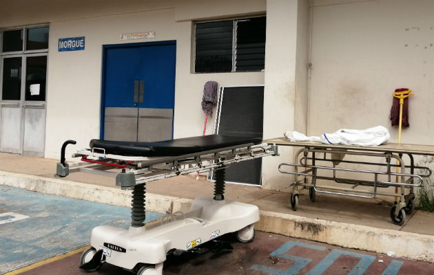 Con la pandemia, el número de defunciones aumentó saturando la morgue. Foto: Eric A. Montenegro.