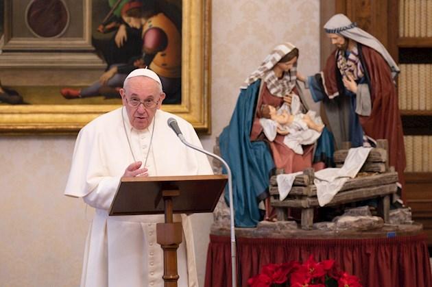 Las mujeres puedan leer la Palabra de Dios, ayudar en el altar durante las misas y distribuir la comunión. Foto:EFE
