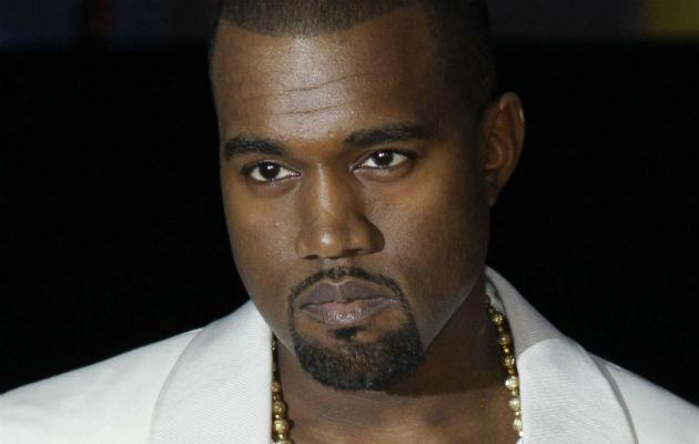 Kanye West ataca a Drake y Travis Scott en Twitter