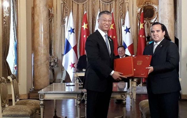 También se suscribieron acuerdos para exportación de piñas cobia y barillete negro