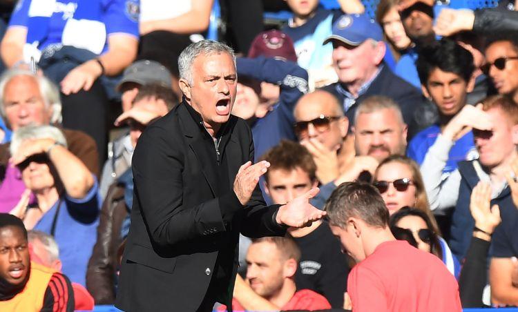 Mourinho se calentó con la banca del Chelsea