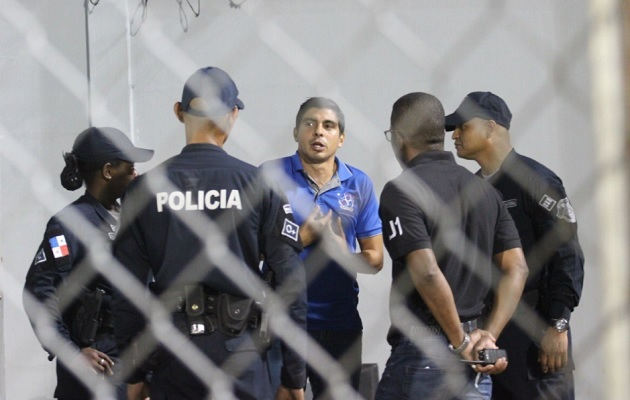 Juan Ramón fue sacado del estadio.