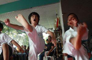 """En el """"dojo"""" del """"sensei"""" Frías, todos los atletas (con o sin discapacidad) reciben la enseñanza del karate. Anayansi Gamez"""