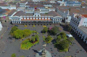 Quito, donde invierno y verano conviven en un mismo día, recibe más de medio millón de turistas extranjeros al año. EFE
