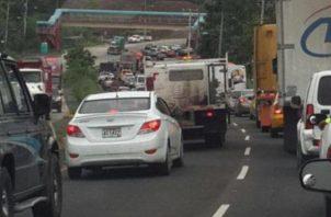 La cantidad de vehículos que se mueven en la Transístmica es grande. Foto: Panamá América
