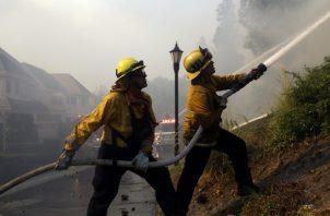 Buscan recursos extraordinarios para enfrentar el fuego. EFE