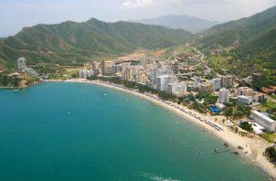 La playa El Rodadero está ubicada a 10 minutos de la ciudad de Santa Marta, lo que la hace muy accesible al público.
