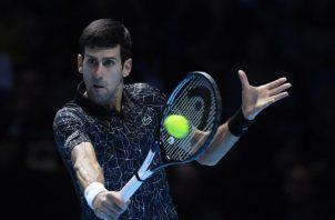 Novak Djokovic ganó en dos sets ayer. EFE