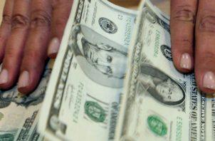 Las monedas y billetes circulan legalmente en el sistema bancario. Archivo