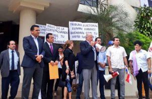 Anunciaron que seguirán con las protestas ante la Corte Suprema de Justicia y el Tribunal Electoral. Archivo