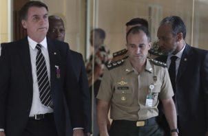 En contra del orden castrense, el capitán Bolsonaro tendrá bajo su mando a tres generales, un teniente coronel y un almirante. EFE