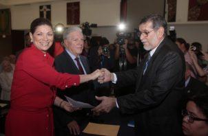 Ana Matilde Gómez anunció que el exministro del Mida será su vicepresidente. Víctor Arosemena