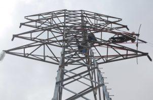 La línea de transmisión eléctrica operará inicialmente a 230 kilovoltios y posteriormente será ampliada a 500 kilovoltios. Foto: Archivo