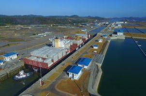 El Canal de Panamá tiene entre sus planes el desarrollo de un área de logística, lo que favorecería a los puertos nacionales. Archivo