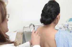 Las visitas a los dermatólogos deberían darse una vez al año, según las condiciones de la piel. Foto Ilustrativa