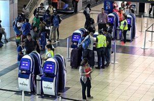 Por el aeropuerto de Tocumen se movilizan diariamente en promedio 44 mil personas. Archivo