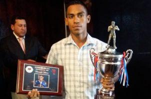 """Ricardo """"El Científico"""" Núñez fue premiado como boxeador del año 2018 por la Comibox. Jaime Chávez R."""