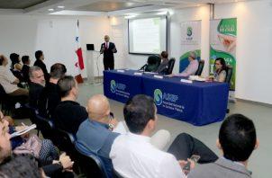 La tendencia mundial es hacia el uso de autos eléctricos, por lo que en Panamá se busca regular el uso de cargadores. Foto/ Asep