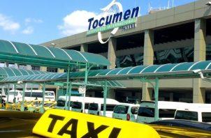 Ayer se les permitió a los taxistas ingresar de manera regular, al suspenderse la prohibición por parte de la administración.  Archivo