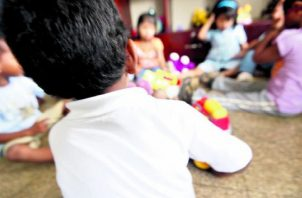 La exposición innecesaria de un menor en redes sociales, puede ser material para pedófilos que utilizan la tecnología. Foto: Panamá América