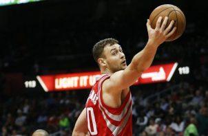 Donatas Motiejunas ha jugado cinco años en la NBA. AP