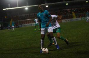 El partido de ayer, que tuvo un retraso por fallos eléctricos, acabó con tres puntos para el equipo de La Chorrera. Anayansi Gamez