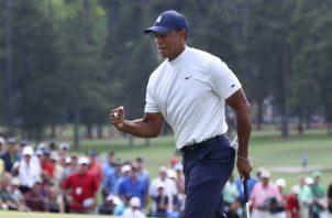 Tiger  Woods se encuentra a un golpe de los líderes. AP