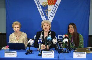 Mercedes Eleta de Brenes y Natalia Young. Foto: Apede