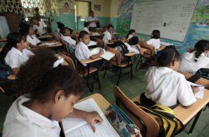Altos costos escolares enfrentan los padres de familia. Archivo