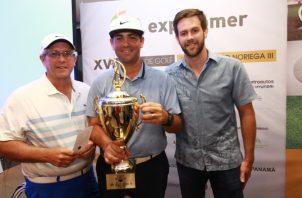 1.  Erasmo Orillac, Carlos Clement y José Antonio Sosa ganaron el primer gross. Fotos: Anayansi Gamez