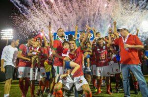 Los chiricanos festejan el haber ganado la superfinal del ascenso. @Atl_chiriqui