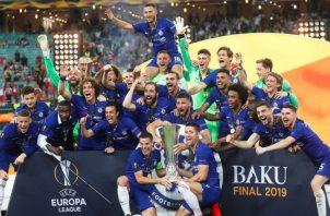 Los nuevos campeones celebran luego de pasarle por encima al Arsenal.