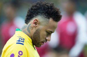 Neymar sufrió una torcedura en el tobillo ante Catar. EFE