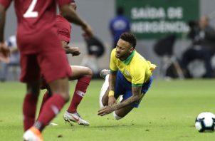 Neymar se lesionó en amistoso contra Catar, el miércoles. AP