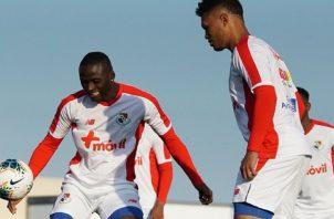 """Abdiel Arroyo y Rolando """"Toro"""" Blackburn, en los entrenamientos del seleccionado panameño. Foto:@Fepafut"""