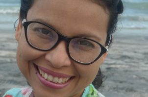 Gloriela Carles Lombardo. Autora panameña. Cortesía.