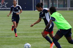 """El seleccionado femenino entrena en el """"Cascarita"""" Tapia. @Fepafut"""