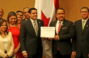 Vicepresidente Carrizo entregó el proyecto a Mateo Castillero.
