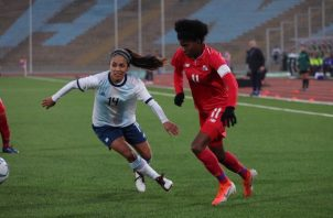 Natalia Mills (derecha) fue una de las mejores jugadoras de Panamá contra Argentina. Foto Comité Olímpico de Panamá