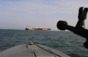 La fuerza paramilitar iraní detuvo el 18 de julio un petrolero con base en Emiratos Árabes Unidos, el MT Riah, con bandera panameña, por supuestamente llevar de contrabando en torno a un millón de litros (264.000 galones) de combustible proporcionado por contrabandistas iraníes para compradores extranjeros FOTO/AP