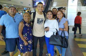 Valdés junto a su familia. @tocumenaero
