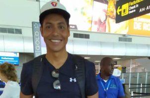 César Barría, en el Aeropuerto Internacional de Tocumen, previo a su viaje hacia San Andrés. @tocumenaero