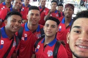 Jugadores de la Sub-18 antes de partir a Corea del Sur. @Fedebeis