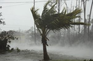Los  vientos de Dorian alcanzaron los 300 kilómetros por hora. AP