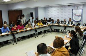 La mesa bilateral se realizará de forma periódica entre el Meduca, los gremios y la Defensoría. Foto: Cortesía