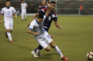 El Salvador buscó el empate en los últimos minutos, pero los dominicanos se defendieron bien. Foto EFE